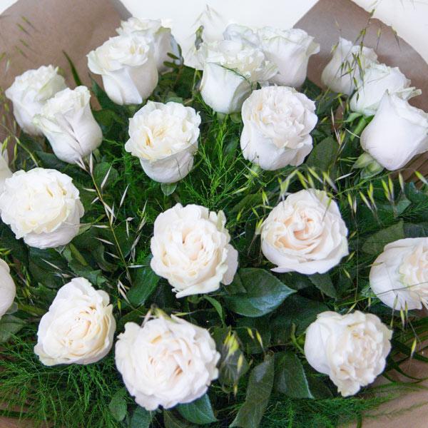 Ramo Mondial de 24 rosas blancas - Fiuncho Santiago Floristeria