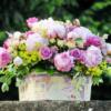 composicion-flores-cream-gracia-caja-de-madera-Fiuncho-flores